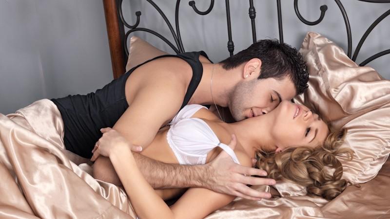 zhena-s-lyubovnikom-doma-seks